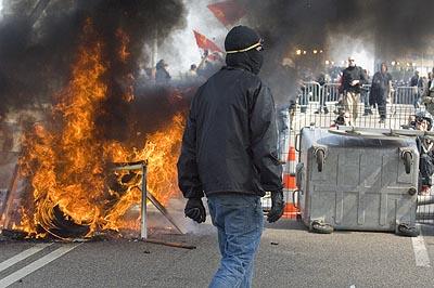 Confrontation on the Europe bridge in Strasbourg.4-4-09