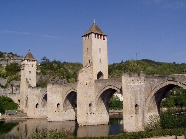 Cahors, Pont Valentré 2006@Accrochoc, CC-By-SA, Wikimedia