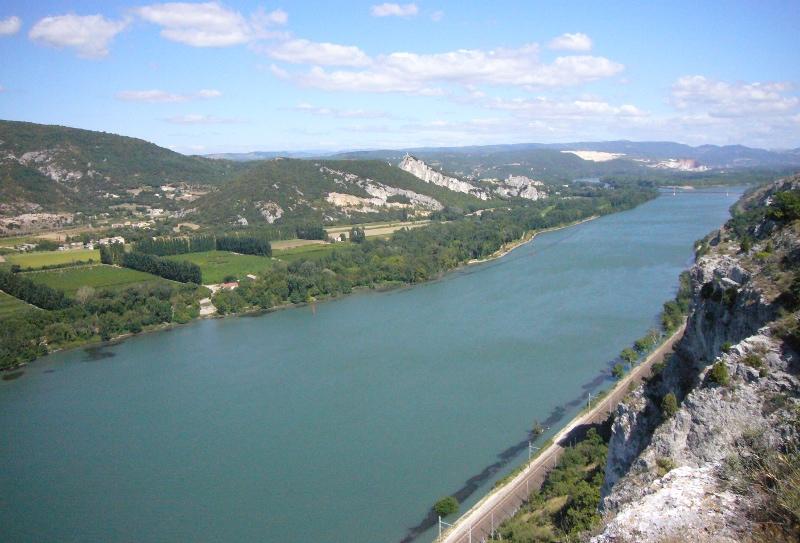 Le Rhône au défilé de Donzère