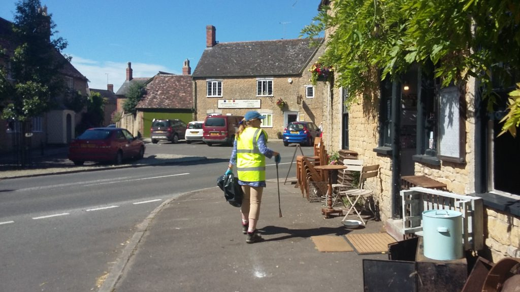 Individual litter picker on East St, Milborne Port