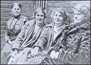 Left to right: Alice Wheeldon, her daughters Winnie Mason & Hettie Wheeldon and a prison guard