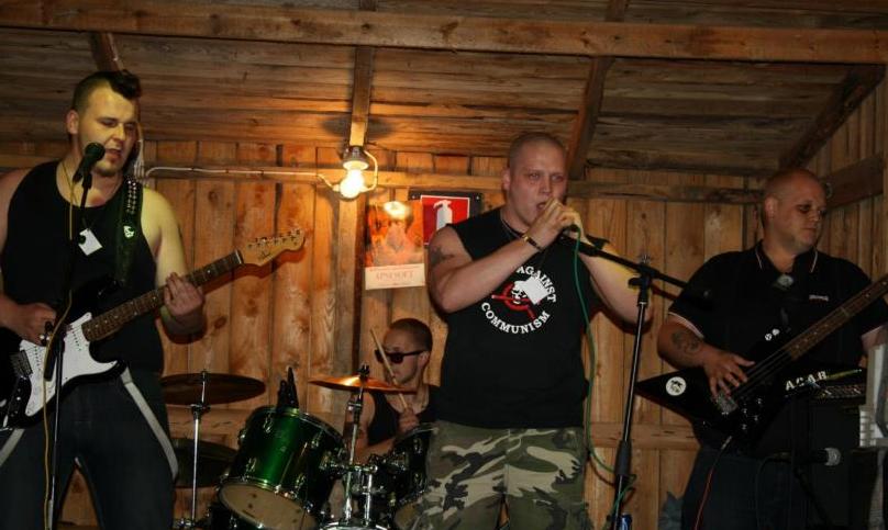 Aleksi Kyrönperä (laulajana Marder-bändiss)